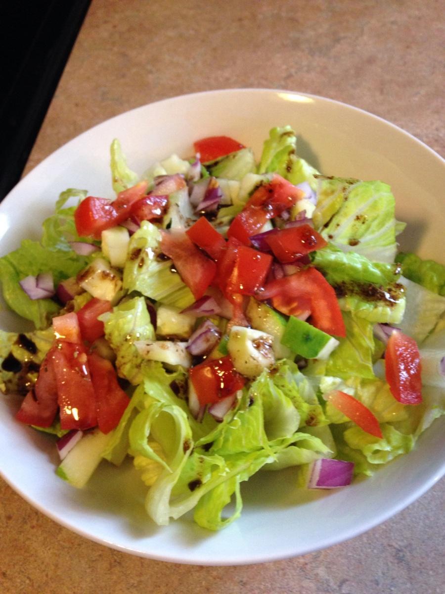 Simple Side Salad with Homemade Balsamic Vinaigrette ...